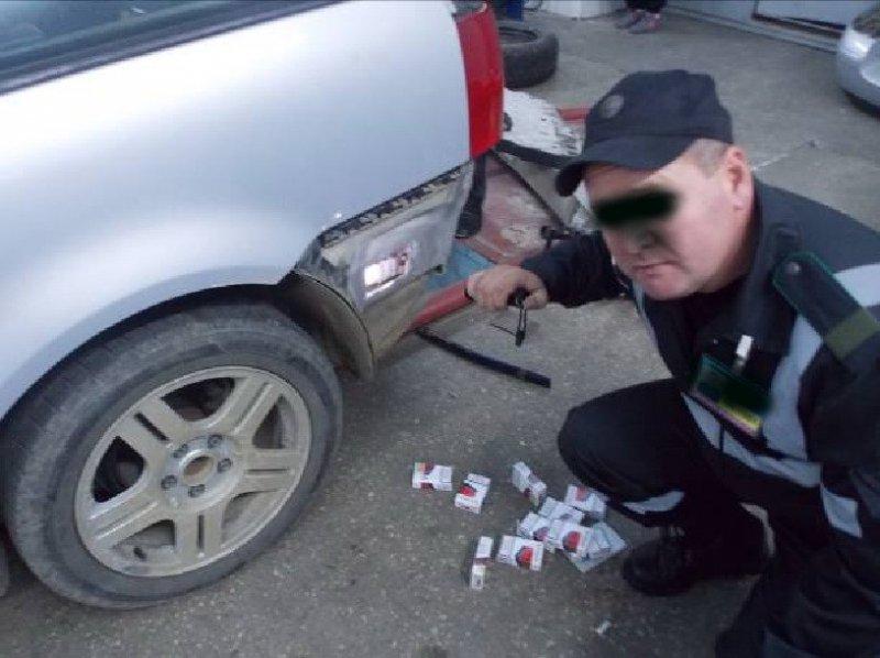 Митники конфіскували авто у контрабандиста