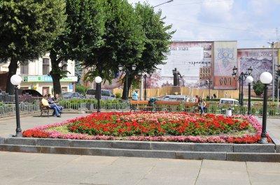 Из Центральной площади в Черновцах заберут клумбу
