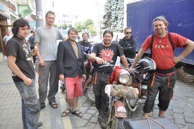 «Дороги ужасные, зато люди - европейские», - байкеры из Чехии о Буковине