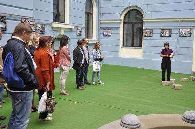 """В галерее черновицкой ратуши напомнили о """"Людях и книги"""""""