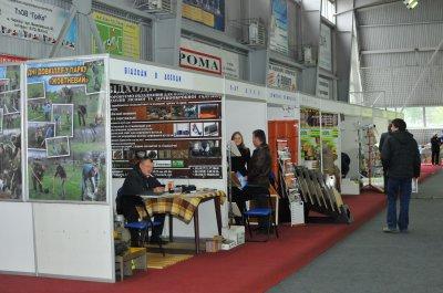 Chernivtsi show wooden furniture and machines