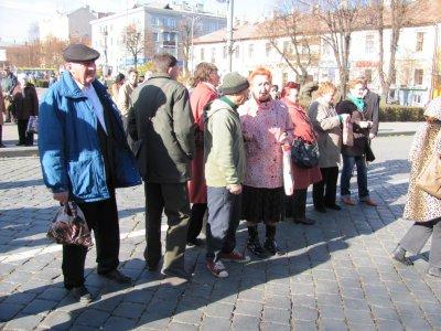 В Черновцах с музыкой и священником отметили годовщину Октябрьской революции