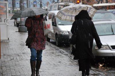 1b37028b5b707c На Чернівці насувається зима. Вже сьогодні на Буковині випав сніг з дощем,  а синоптики краю кажуть, що таким чином погода нарешті перелаштовується на  ...