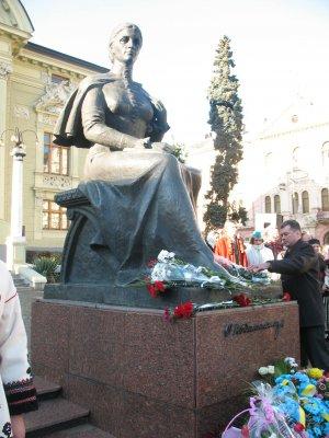 """Празднование юбилея Кобылянской началось с """"Земли"""""""