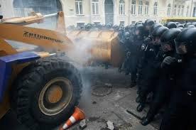 Известно, кто штурмовал администрацию президента и Киевсовет