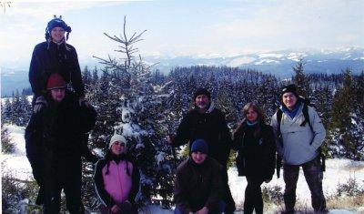 Новый год - в горах возле живой елки