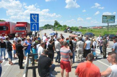 Сегодня на Буковине продолжилось перекрытие дороги