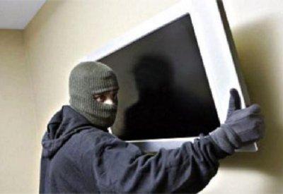 На Буковине бывший узник украл телевизор у женщины , которая не закрыла дом