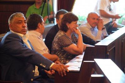 Yatsenyuk Firtash and divided city council ?