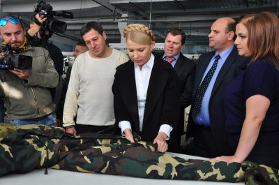 Yulia Tymoshenko in Chernivtsi bought 1000 sets of clothes soldiers in ATO (PHOTOS )