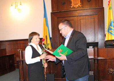 Chernivtsi with roses and champagne marks International Day of Tourism