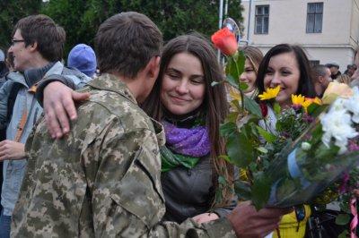 В отпуск с зоны АТО приехали 26 буковинских десантников ( ФОТО )
