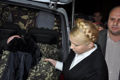 Tymoshenko in Chernivtsi handed military winter form ( PHOTOS)