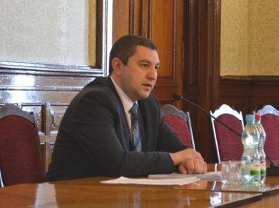 Governor Vanzuryak going to retire