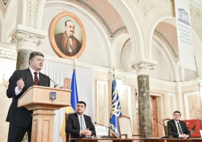 Poroshenko in Chernivtsi threatened to deprive the Russian oligarch ownership
