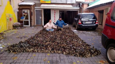 Chernivtsi volunteers weave camouflage nets for the military ( PHOTOS)