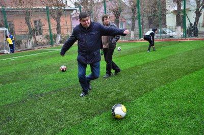 Министр Бурбаки в родной черновицкой школе открыл стадион ( ФОТО )