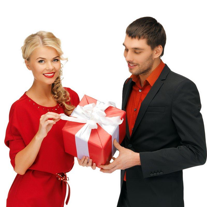 Девушка принимает подарки но не общается 92