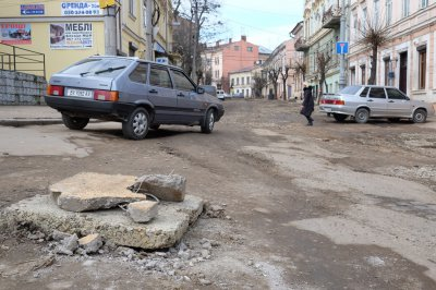 Outside Chernivtsi Khmelnitsky removed debris ( PHOTOS)