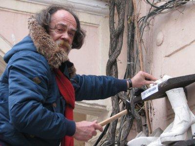 Книжный магазин & quot ; Букинист & quot ;  хочет , чтобы Федирко демонтировал свои памятники с ее фасада