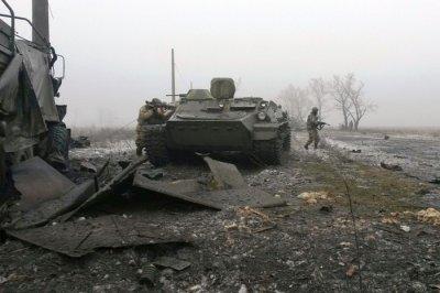 У Дебальцевому триває бойова операція, - прес-центр АТО
