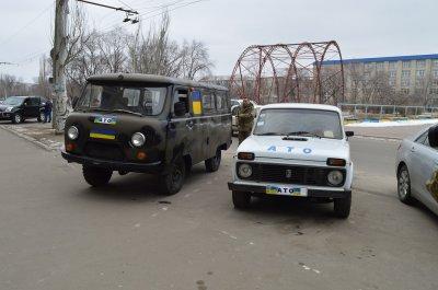 Чернівецькі волонтери привезли на Луганщину два авто