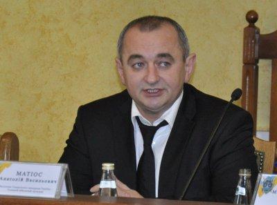 Буковинець-прокурор Матіос заробляє у 130 разів менше за дружину, - активісти