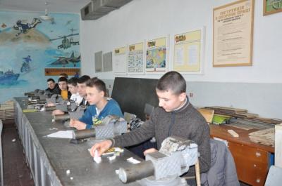 Кіцманські школярі виготовляють гелеві пічки та ліжка для солдатів (ФОТО)