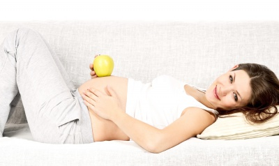Лікарі радять вагітним спілкуватися з майбутньою дитиною
