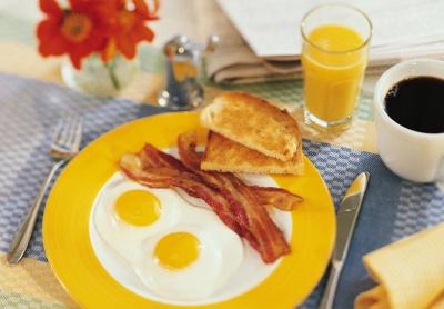 Добрий сніданок та легка вечеря допомагають контролювати цукор у крові