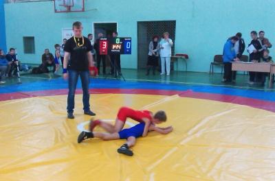 Чернівчани переважали у міжобласному турнірі з вільної боротьби