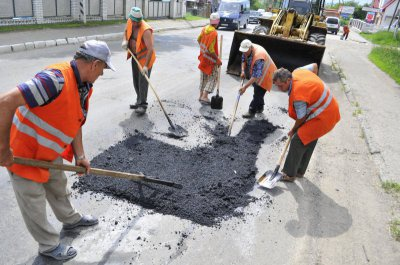 На капітальний ремонт доріг у Чернівцях цього року виділять майже 12 мільйонів
