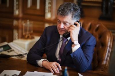 Порошенко, Меркель, Олланд та Путін обсудили ситуацію на Донбасі по телефону