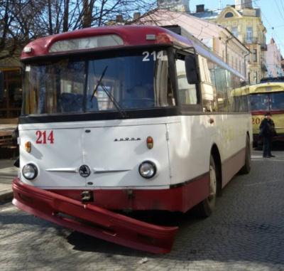 Тролейбус, який відреставрував мер Чернівців, зламався
