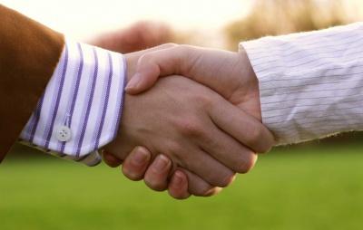 Руки людини – справжня біологічна пошта
