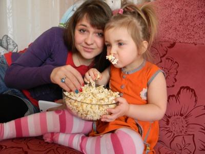 Сумні фільми змушують їсти більше попкорну