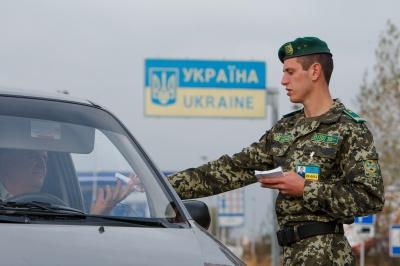 Прикордонники: Для виїзду за кордон військовозобов'язаним не потрібна довідка з військкомату