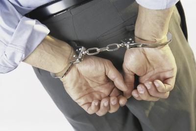 Співробітник фіскальної служби вимагав хабар у 100 тисяч доларів