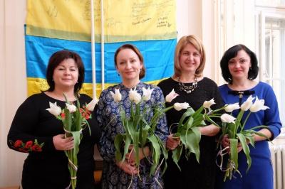 Чернівецькі волонтери вітають всіх жінок з 8 березня (ФОТО)