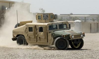 США постачатимуть в Україну малі безпілотники та броньовані військові авто