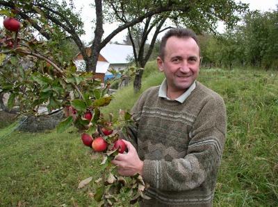 У квітні світ побачить поезія Василя Кожелянка