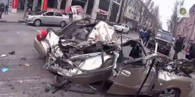 У Донецьку танк розчавив легкове авто