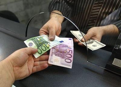 Вперше за 8 місяців українці продали валюти більше ніж купили