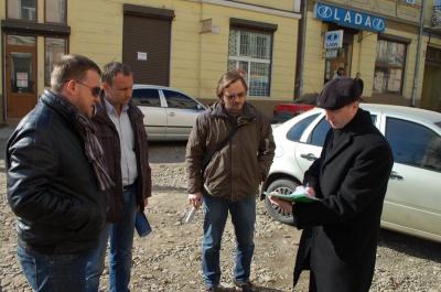 У центрі Чернівців газові мережі деяких будинків встановили з пошкодженням історичних фасадів