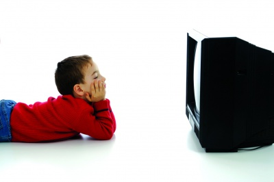 Захоплення телевізором провокує сидячий спосіб життя