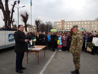 Бійцям, що повернулись до Чернівців, подарували годинники