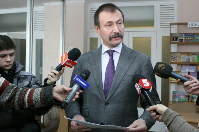 Екс-губернатор Папієв виїхав з України, - нардеп