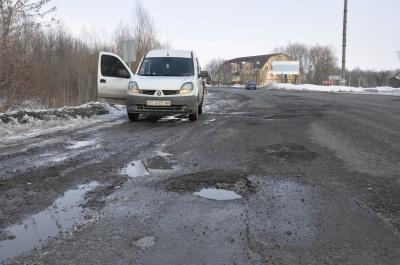 На Буковині перевірять стан доріг після зими