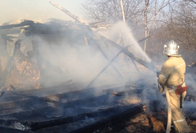 """У буковинському селі загорілися два """"Мерседеси"""""""