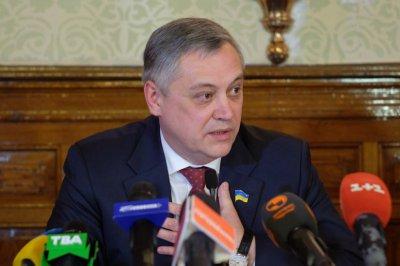 """У Чернівцях """"Майдан"""" знову вимагає відставки заступника голови облради Маніліча"""